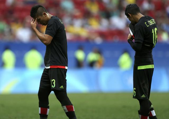 2016 Rio Olympics - Soccer - Preliminary - Men's First Round - Group C South Korea v Mexico - Mane Garrincha Stadium - Brasilia, Brazil - 10/08/2016. Carlos Salcedo (MEX) of Mexico and Carlos Cisneros (MEX) of Mexico react after losing to South Korea. REUTERS/Ueslei Marcelino FOR EDITORIAL USE ONLY. NOT FOR SALE FOR MARKETING OR ADVERTISING CAMPAIGNS.