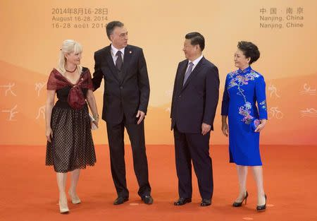 Montenegro's President Filip Vujanovic (2nd L) and his wife Svetlana  (L) greet Chinese President Xi Jinping as his wife Peng Liyuan looks on during a reception for country leaders and officials at the Purple Palace, ahead of the 2014 Nanjing Youth Olympic Games opening ceremony, in Nanjing, August 16, 2014. REUTERS/Rolex Dela Pena/Pool