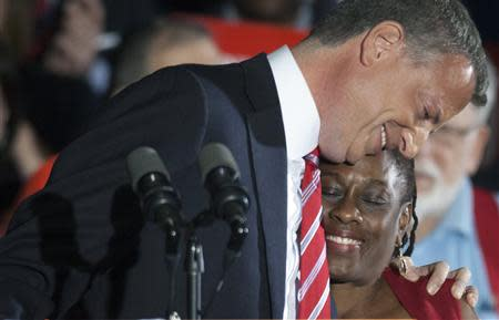 Democratic mayor-elect of New York, Bill de Blasio hugs his wife Chirlane during his election victory party at the Park Slope Armory in New York, November 5, 2013. REUTERS/Carlo Allegri