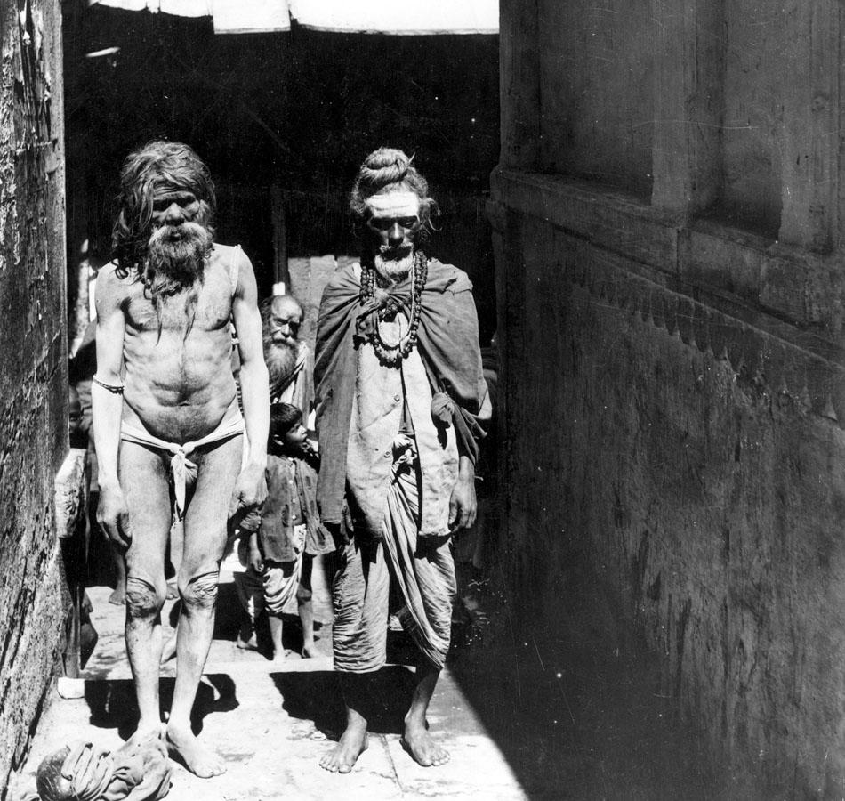 circa 1950:  Emaciated beggars in the streets of Muttra, in India, where a famine is ravaging the population.  (Photo by Alice Schalek/Three Lions/Getty Images)