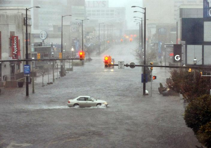 Flooding and high winds arrive along North Michigan Avenue in Atlantic City, N.J., Monday Oct. 29, 2012. Hurricane Sandy continued on its path Monday, as the storm forced the shutdown of mass transit, schools and financial markets, sending coastal residents fleeing, and threatening a dangerous mix of high winds and soaking rain. (AP Photo/The Press of Atlantic City, Michael Ein) MANDATORY CREDIT