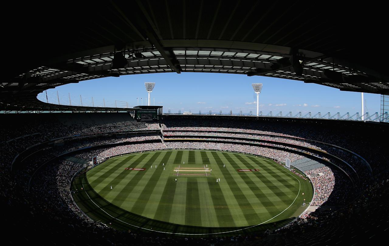 MELBOURNE, AUSTRALIA - DECEMBER 26: A general view of play during day one of the Second Test match between Australia and Sri Lanka at the Melbourne Cricket Ground on December 26, 2012 in Melbourne, Australia.  (Photo by Ryan Pierse/Getty Images)