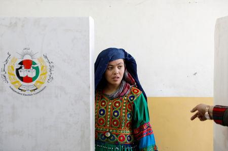 An Afghan woman casts her vote during parliamentary elections at a polling station in Kabul, Afghanistan, October 20, 2018. REUTERS/Mohammad Ismail