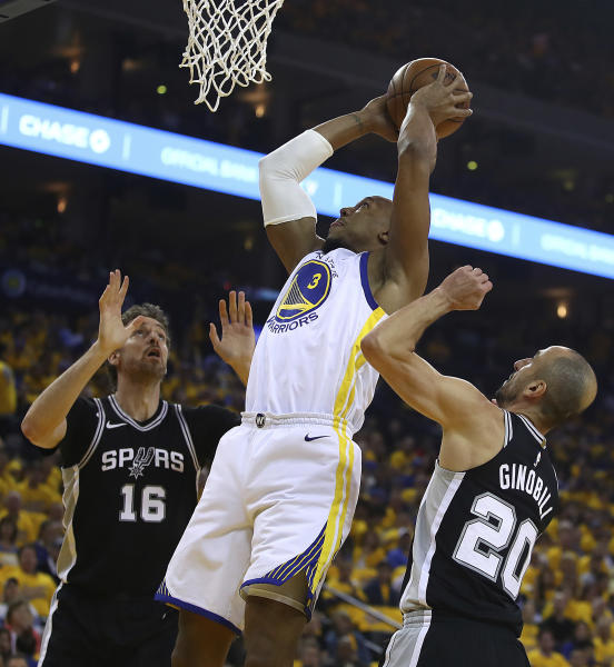 Golden State Warriors' David West, center, shoots between San Antonio Spurs' Pau Gasol (16) and Manu Ginobili (20) during the first quarter in Game 5 of a first-round NBA basketball playoff series Tuesday, April 24, 2018, in Oakland, Calif. (AP Photo/Ben Margot)