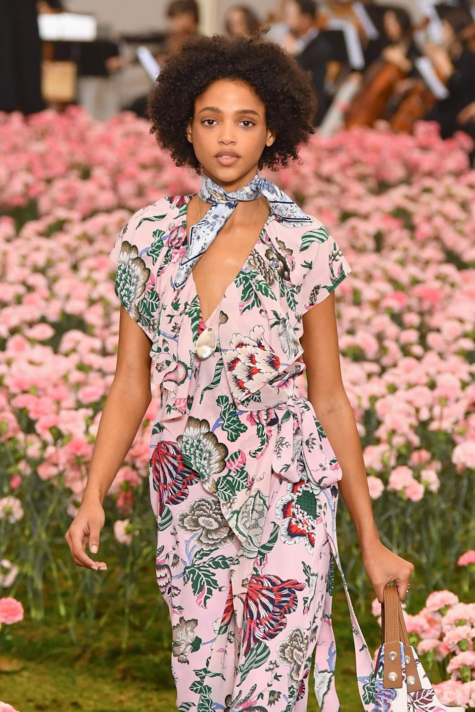 <p>This Afro cutie looks like a spring vision with her halo of curls. (Photo: Getty Images) </p>
