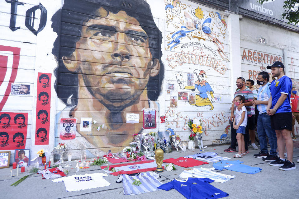 BUENOS AIRES, ARGENTINA - NOVEMBER 25: Fans mourn Diego Maradona in an altar outside Argentinos Juniors' Diego Maradona Stadium on November 25, 2020 in Buenos Aires, Argentina. Diego Maradona, considered one of the biggest football stars in history, died at 60 from a heart attack on Wednesday in Buenos Aires. (Photo by Fernando de Dios/Getty Images)