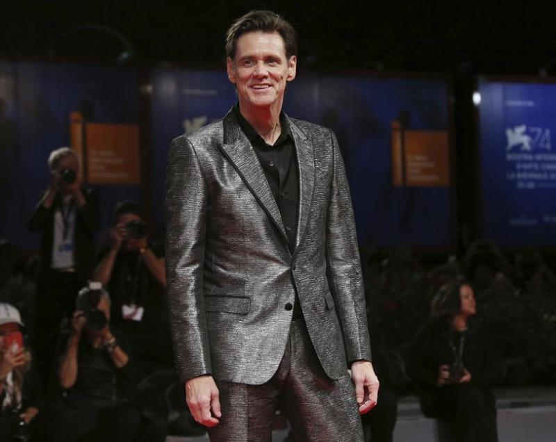 Actor Jim Carrey gave Brewers stars Brent Suter, Jeremy Jeffress and Josh Hader props for their