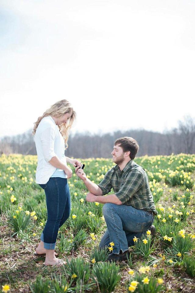 Will proposing to his fiancée Ashley in now-viral photos. (Photo: Bret and Brandie Photography)