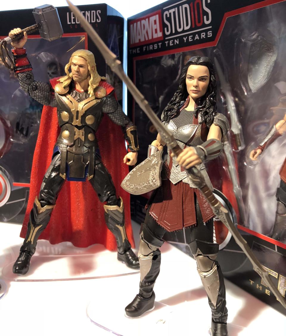 """<p>While she wasn't present for the fall of Asgard in <a rel=""""nofollow"""" href=""""https://www.yahoo.com/entertainment/tagged/thor"""" data-ylk=""""slk:Thor: Ragnarok"""" class=""""link rapid-noclick-resp""""><em>Thor:</em> <em>Ragnarok</em></a>, Lady Sif is reunited with the Thunder God in a line of Hasbro-made figures celebrating the 10th anniverasry of Marvel Studios. (Photo: Adam Lance Garcia) </p>"""