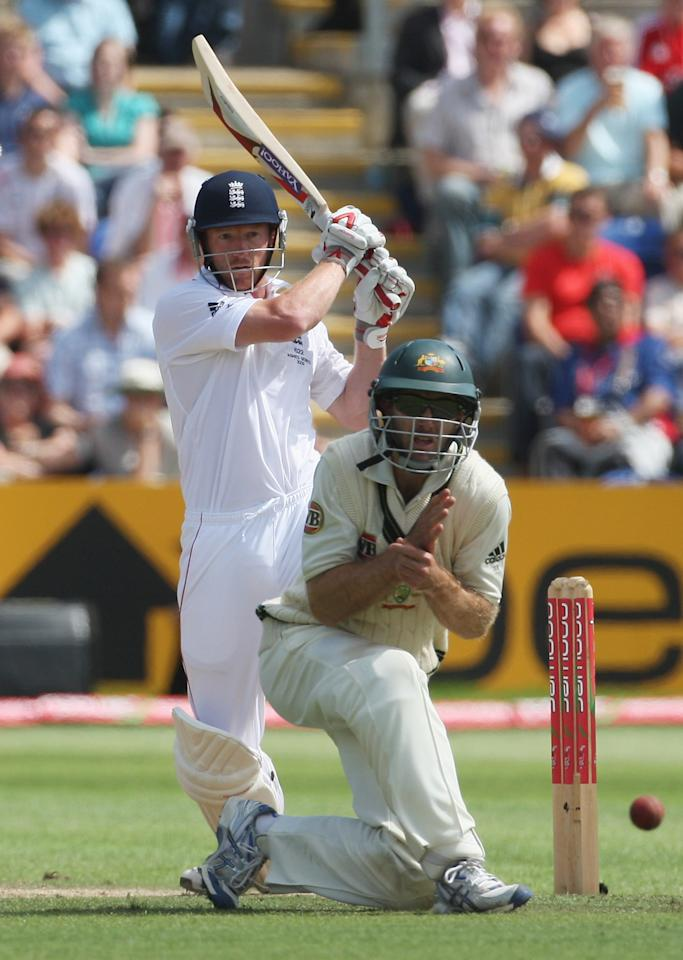 Fighting to avoid defeat, England collapsed to 102/5 before Paul Collingwood led teh rearguard.