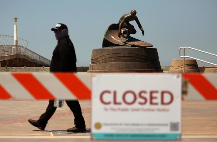 """Get ready for another round of coronavirus closings. The Strand in Hermosa Beach closed in April to stop people from gathering. <span class=""""copyright"""">(Los Angeles Times)</span>"""