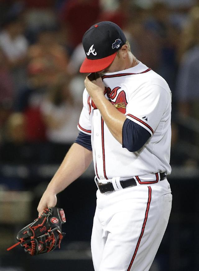 Atlanta Braves relief pitcher David Carpenter walks off the field after being relieved by relief pitcher Craig Kimbrel in the eighth inning of Game 2 of the National League division series against the Los Angeles Dodgers, Friday, Oct. 4, 2013, in Atlanta. (AP Photo/John Bazemore)