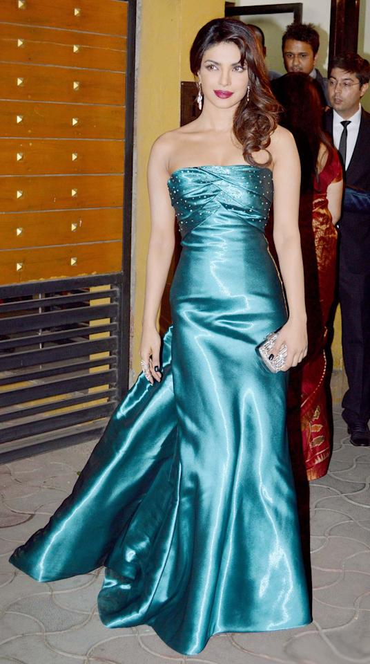 The gorgeous Priyanka Chopra glowed in her emerald Armani Prive at the Filmfare 2013 Awards.