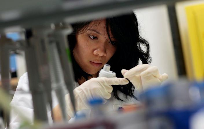 """<span class=""""caption"""">A lab worker extracts DNA from samples for further tests at the AIDS Vaccine Design and Development Laboratory Dec. 1, 2008 in New York City. </span> <span class=""""attribution""""><a class=""""link rapid-noclick-resp"""" href=""""https://www.gettyimages.com/detail/news-photo/hanh-nguyen-intern-with-the-immunogen-design-group-works-news-photo/83872705?adppopup=true"""" rel=""""nofollow noopener"""" target=""""_blank"""" data-ylk=""""slk:Chris Hondros/Getty Images"""">Chris Hondros/Getty Images</a></span>"""