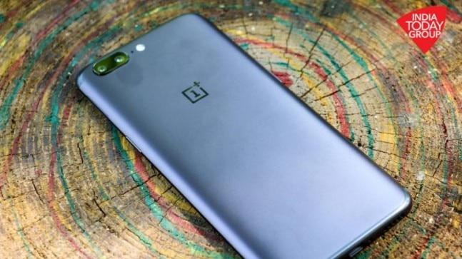The OxygenOS 5.1.7 not only fixes the Bluetooth issues on the OnePlus 5 and the OnePlus 5T, but also brings several new improvements.