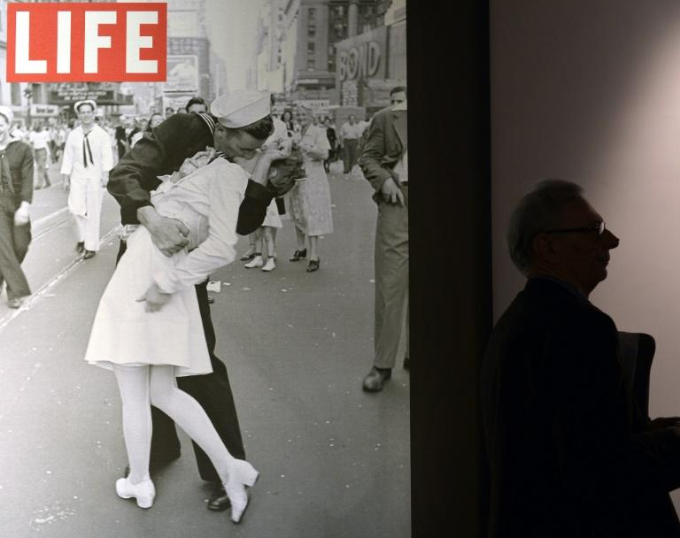 Woman in VJ Day Kiss Photo Dies at 92