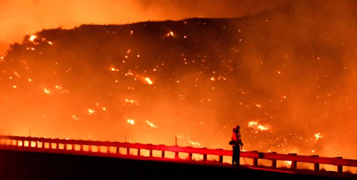 A firefighter battles a fire, as a wind driven wildfire continues to burn in Canyon Country north of Los Angeles, California, Oct. 25, 2019. (Photo: Gene Blevins/Reuters)