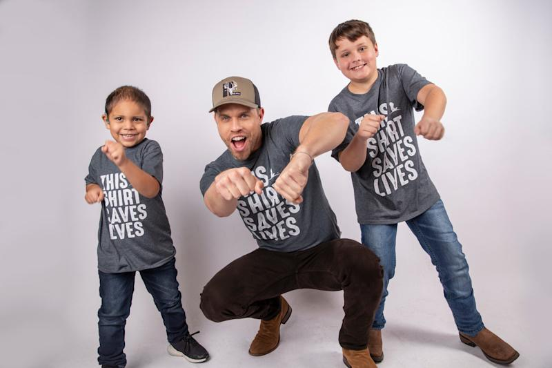 Dustin Lynch with Abraham and Hutsen - Credit: ALSAC/St. Jude
