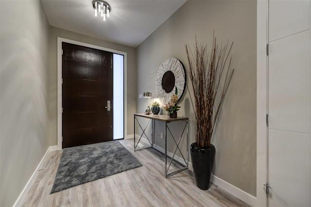 """<p><a href=""""https://www.zoocasa.com/edmonton-ab-real-estate/5057020-5410-110-st-nw-edmonton-ab-t6h3e1-e4094480"""" rel=""""nofollow noopener"""" target=""""_blank"""" data-ylk=""""slk:5410 110 Street Northwest, Edmonton, Alta."""" class=""""link rapid-noclick-resp"""">5410 110 Street Northwest, Edmonton, Alta.</a><br> The exterior of the property has four video cameras and a video doorbell that connects to your smartphone.<br> (Photo: Zoocasa) </p>"""