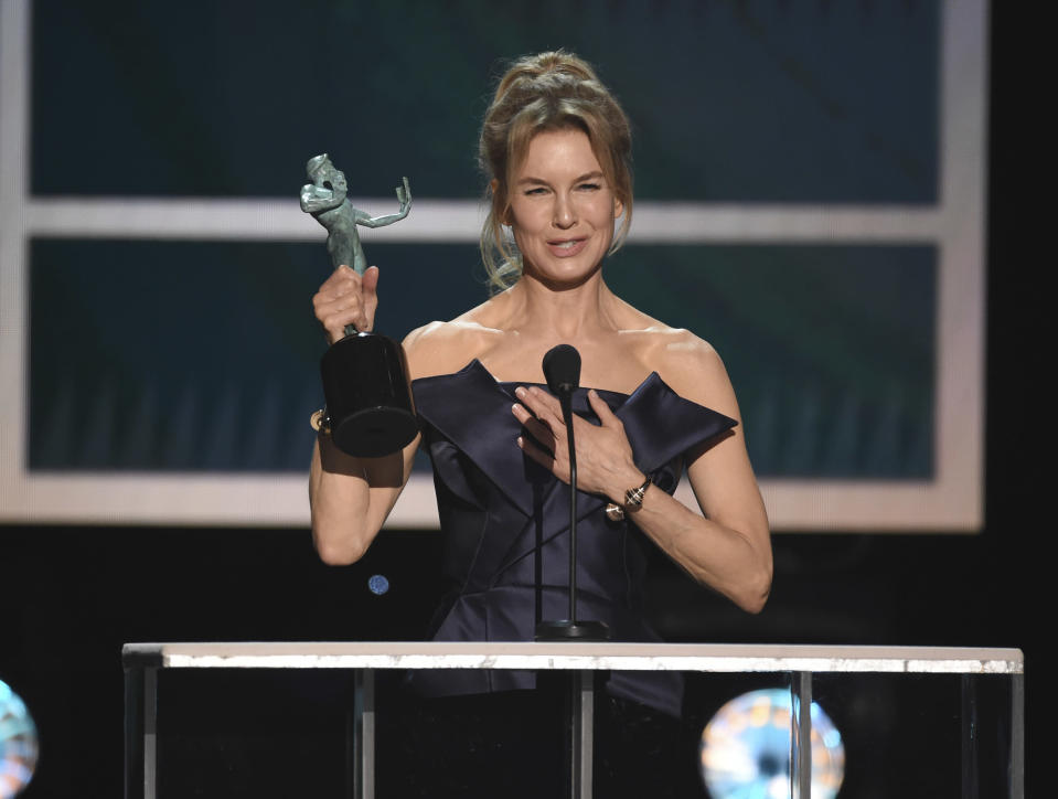 """Renee Zellweger accepts the award for outstanding performance by a female actor in a leading role for """"Judy"""" at the 26th annual Screen Actors Guild Awards at the Shrine Auditorium & Expo Hall on Sunday, Jan. 19, 2020, in Los Angeles. (Photo/Chris Pizzello)"""