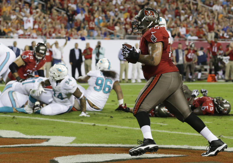 Bucs hold off Dolphins 22-19 for first victory
