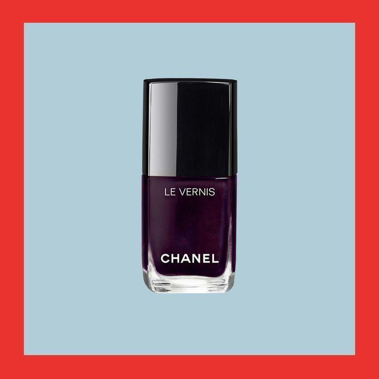 """<p><strong>CHANEL</strong></p><p>nordstrom.com</p><p><strong>$28.00</strong></p><p><a href=""""https://go.redirectingat.com?id=74968X1596630&url=https%3A%2F%2Fshop.nordstrom.com%2Fs%2Fchanel-le-vernis-longwear-nail-colour%2F4296192&sref=https%3A%2F%2Fwww.elle.com%2Ffashion%2Fshopping%2Fg33078428%2Fbest-elle-editor-product-reviews%2F"""" rel=""""nofollow noopener"""" target=""""_blank"""" data-ylk=""""slk:Shop Now"""" class=""""link rapid-noclick-resp"""">Shop Now</a></p><p>""""Now, I must admit I'm a bit of a nail polish snob. I've tried them all and always have some sort of complaint:<em> It chips easily; it's not bright enough; it's too bright; I have to apply a lot of coats. </em>The list goes on and on. Then, I found <a href=""""https://www.elle.com/beauty/a19704101/michelle-obama-nail-polish/"""" rel=""""nofollow noopener"""" target=""""_blank"""" data-ylk=""""slk:Chanel's long-wear polish"""" class=""""link rapid-noclick-resp"""">Chanel's long-wear polish</a>, and it's quickly become my go-to. The formula is deep, rich, and lasts for days. I never have to touch up or worry about chips."""" — <em>Chloe Hall, beauty director</em></p>"""