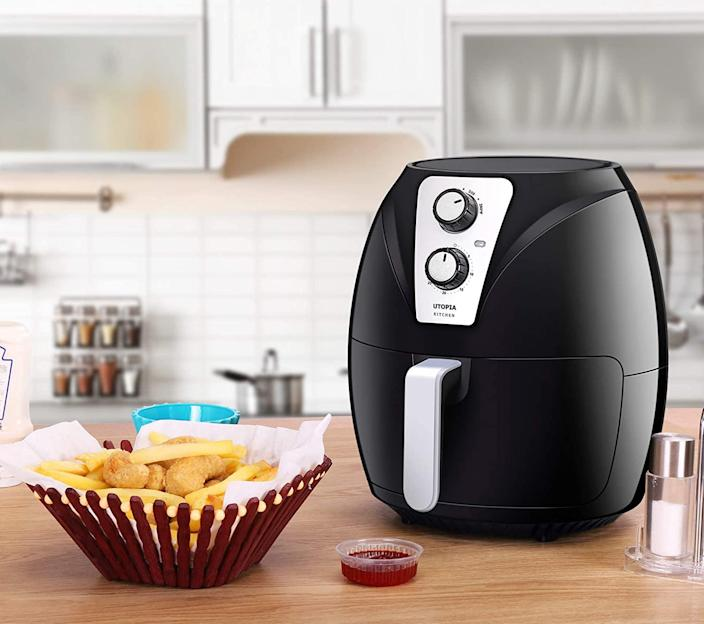 Utopia Kitchen 3.2 Quart Air Fryer. (Image via Amazon)