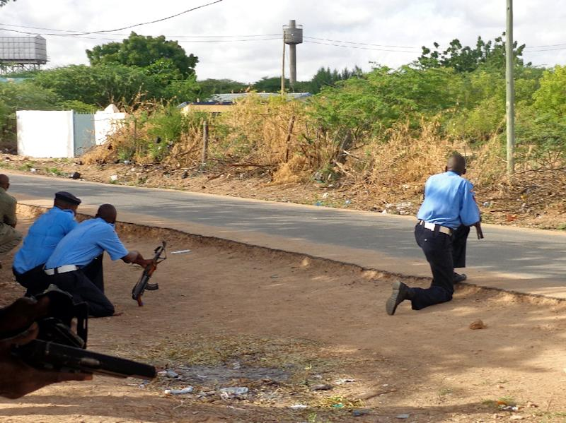 Security forces take up positions near the Moi University campus during an attack by Somalia's Al-Qaeda-linked Shebab gumen in Garissa, Kenya, on April 2, 2015