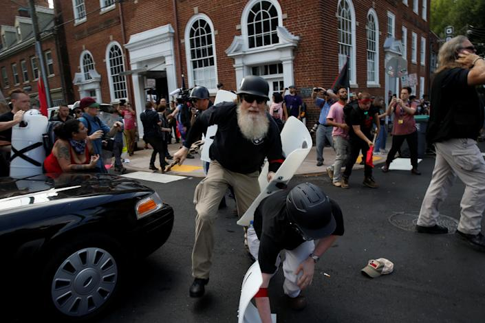 <p><span>Members of white nationalists clash a group of counter-protesters in Charlottesville, Virginia, U.S., August 12, 2017. (Photo: Joshua Roberts/Reuters)</span> </p>