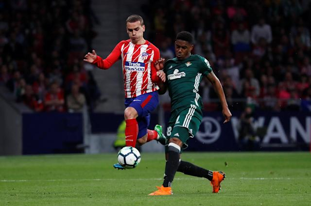 Soccer Football - La Liga Santander - Atletico Madrid v Real Betis - Wanda Metropolitano, Madrid, Spain - April 22, 2018 Atletico Madrid's Antoine Griezmann in action with Real Betis' Junior Firpo REUTERS/Juan Medina