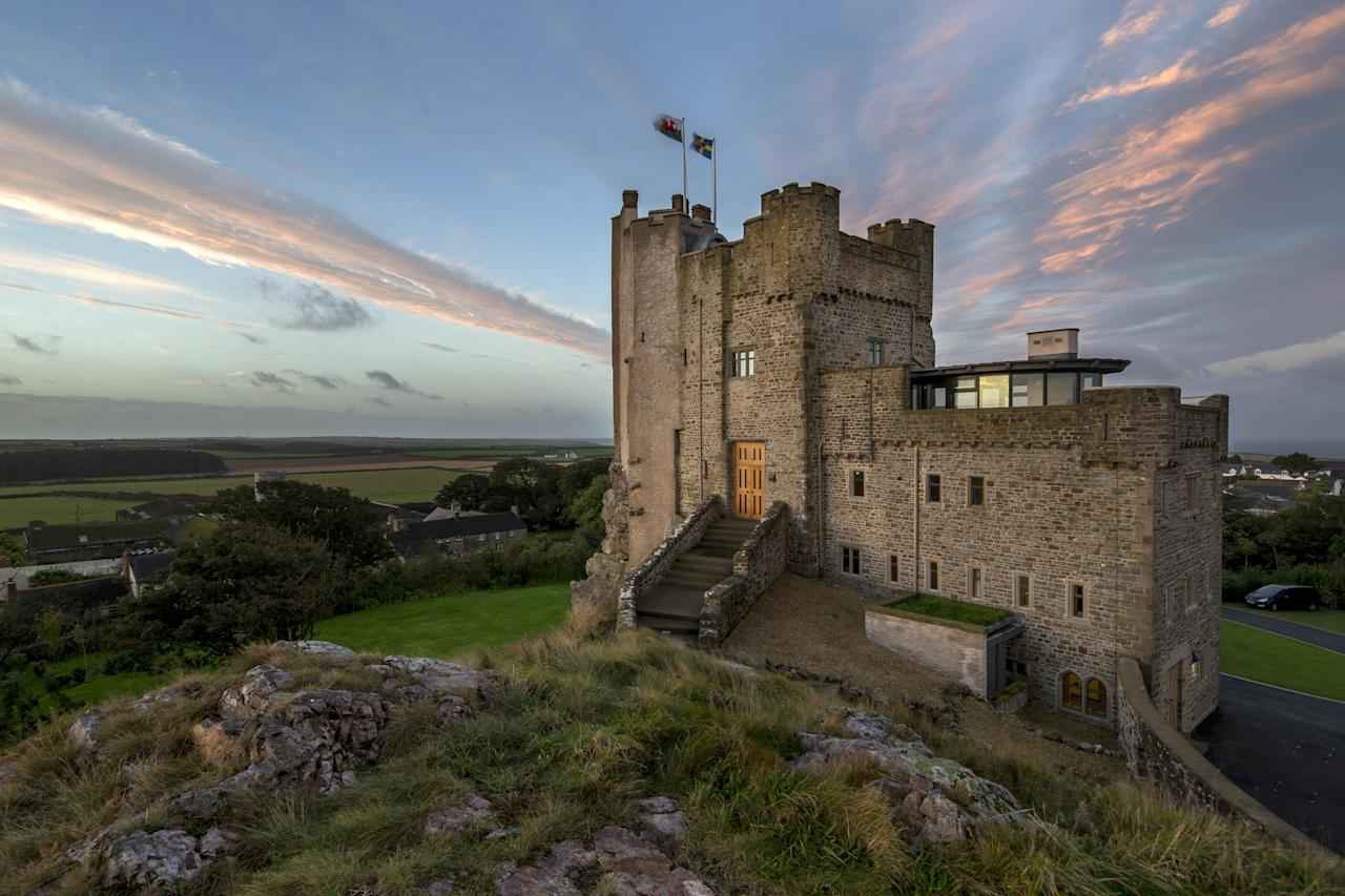 <p>Throwback to the times of medieval Kings and Queens and the feudal system with this 12th century stay at St Brides Bay.</p>