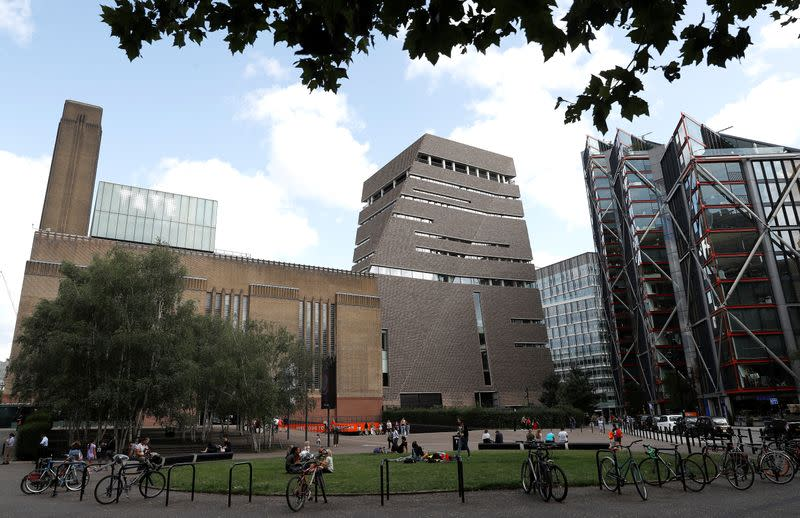 French boy thrown from London's Tate Gallery can now stand again