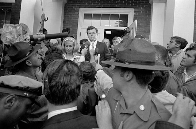 <p>Sen. Edward Kennedy escorts wife, Joan, through crowd of newsmen to Dukes County Court House for start of inquest into the death of Mary Jo Kopechne in Edgartown, Mass., on Jan. 5, 1970. (Photo: Bettmann/Getty Images) </p>