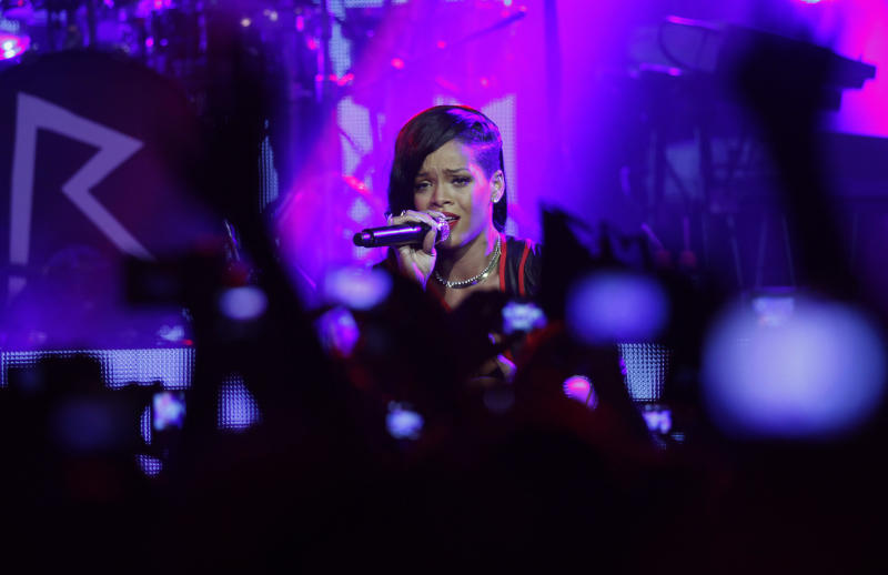 Rihanna begins her 7-day world tour in Mexico City