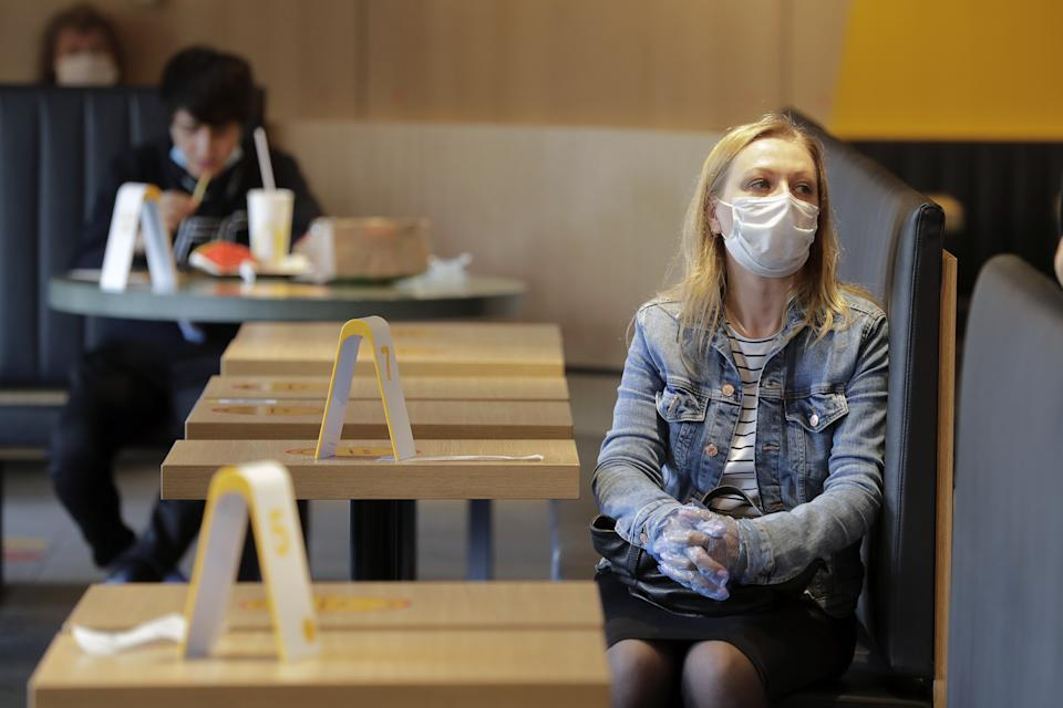 MOSCOW, RUSSIA - JUNE 23, 2020: A woman waites for her order in a McDonald's restaurant in central Moscow. The American fast food chain opens all of its 186 restaurants to visitors in Moscow from June 23 as part of another stage of the lifting of COVID-19 lockdown restrictions. Mikhail Metzel/TASS (Photo by Mikhail Metzel\TASS via Getty Images)