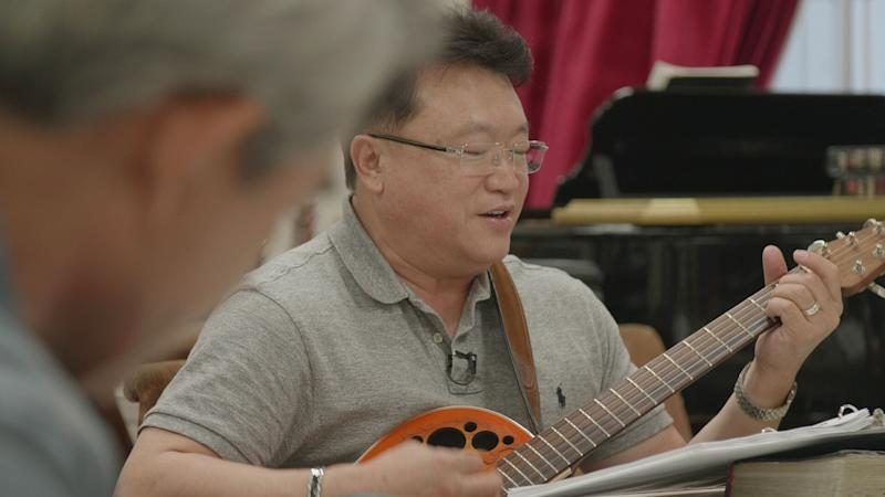 Pastor Young Ho Han singing for the weekly gathering of parents of Nanoom's residents. (Photo: HuffPost / Shirley Chan)