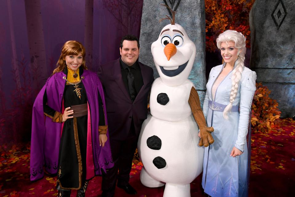 "Josh Gad, middle, stands alongside Olaf, the character he voices in ""Frozen,"" and actresses playing the characters of Anna and Elsa. (Photo: Kevin Winter/Getty Images)"