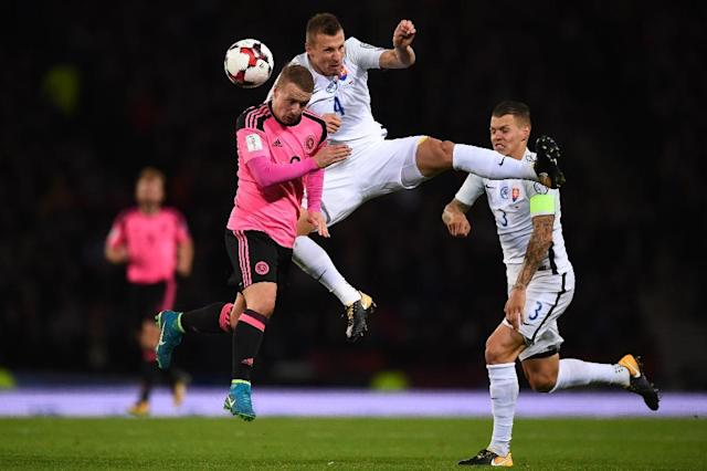 Scotland's Leigh Griffiths (L) vies with Slovakia's Jan Durica during their FIFA World Cup 2018 qualifying match in Glasgow on October 5, 2017 (AFP Photo/Andy BUCHANAN)