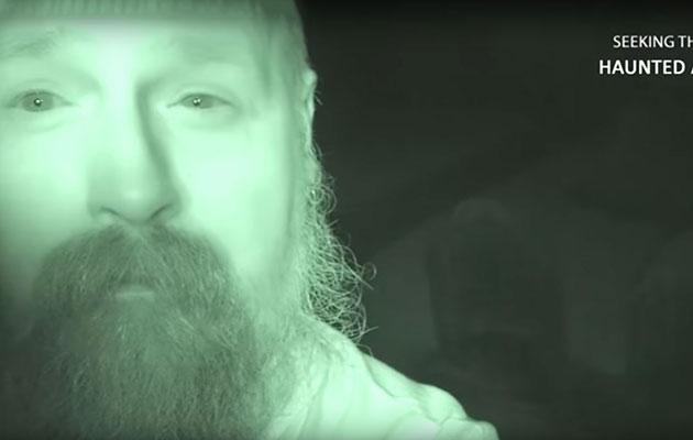 Ghost hunter Tony hangs out in a graveyard by himself. Photo: Youtube