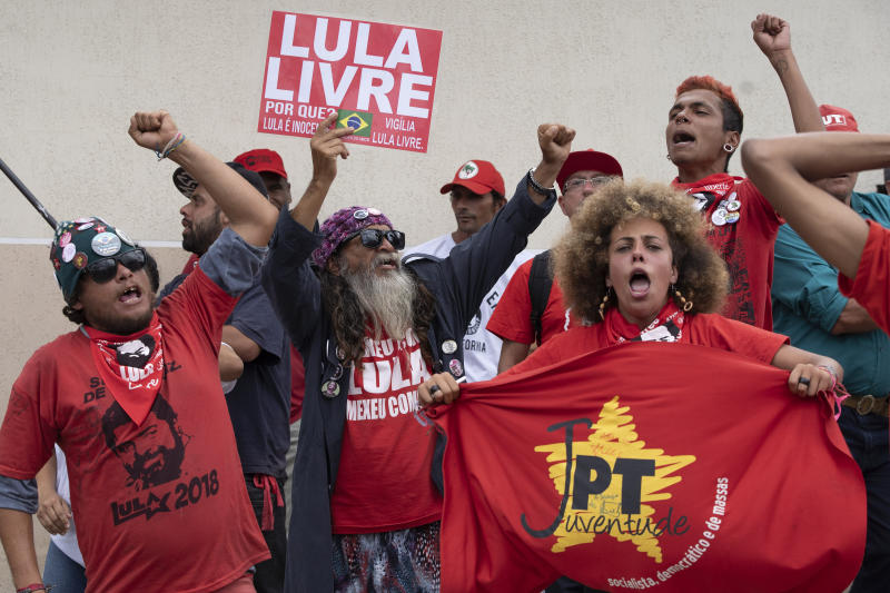 """Supporters of Brazil's former President Luiz Inacio Lula da Silva shout """"Free Lula"""" outside the Federal Police headquarters where Da Silva is imprisoned in Curitiba, Brazil, Friday, Nov. 8, 2019. Da Silva's lawyers have begun legal procedures requesting his release from prison, following a Supreme Court decision late Thursday that a person can be imprisoned only after all appeals to higher courts have been exhausted. (AP Photo/Leo Correa)"""