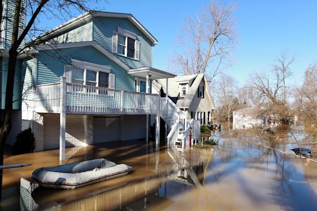 <p>Residents are forced to use boats and kayaks to get to their homes along the Ohio River after it flooded Louisville, Ky., Feb. 26, 2018. (Photo: John Sommers II/Reuters) </p>
