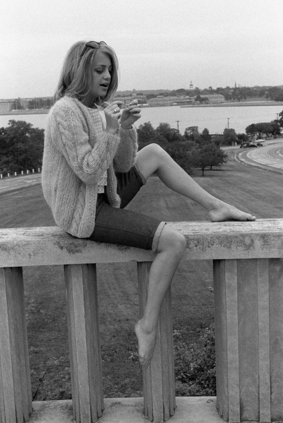 <p>Goldie Hawn sporting what jean shorts <em>used</em> to look like.</p>