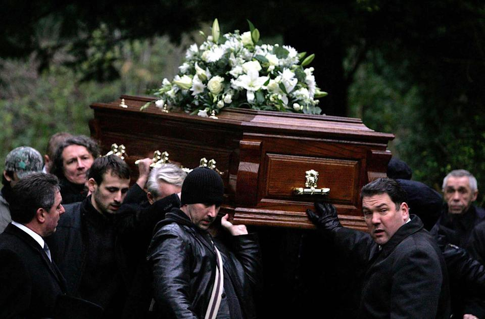 LONDON, United Kingdom:  A coffin bearing the remains of former Russian spy Alexander Litvinenko is prepared for burial at Highgate Cemetery in north London, 07 December 2006. Detectives investigating the murder of Mr Litvinenko, who died last month in London after being poisoned with polonium-210, will today continue their inquiries in Moscow.  AFP PHOTO/Cathal McNaughton/POOL  (Photo credit should read Cathal McNaughton/AFP via Getty Images)