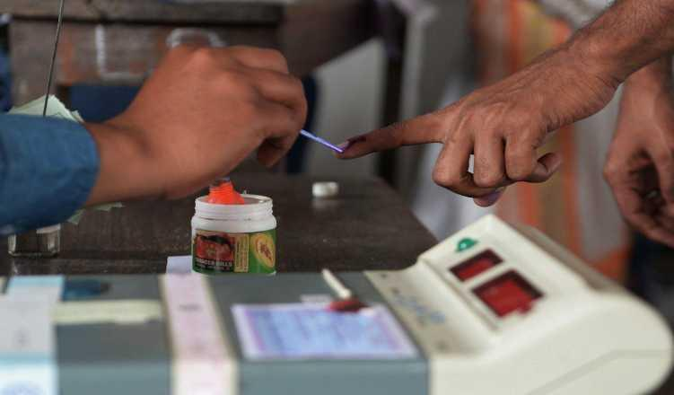 Maha: Ink finger swap for local polls to avoid LS confusion