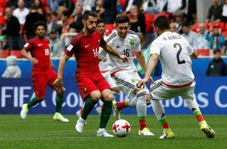 Soccer Football - Portugal v Mexico - FIFA Confederations Cup Russia 2017 - Third Placed Play Off - Spartak Stadium, Moscow, Russia - July 2, 2017 Portugal's Pizzi in action with Mexico's Hector Herrera REUTERS/Sergei Karpukhin