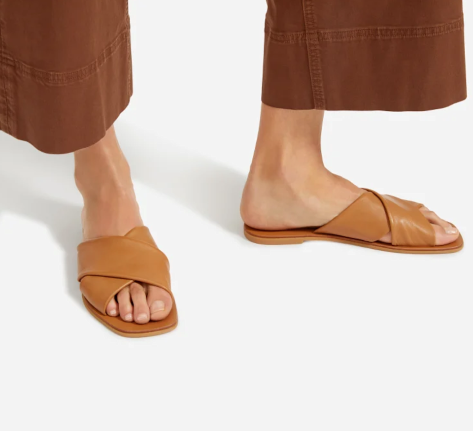 """<h3><a href=""""https://www.everlane.com/products/womens-square-crossover-sandal-caramel"""" rel=""""nofollow noopener"""" target=""""_blank"""" data-ylk=""""slk:Everlane The Day Crossover Sandal"""" class=""""link rapid-noclick-resp"""">Everlane The Day Crossover Sandal</a></h3> <br>No matter which mom-approved style you choose from Everlane, the retailer is offering free 2-day shipping for all orders placed on Monday, May 4th. So if you act fast, you can count on all that sustainable goodness making it to her doorstep just in time for the big day. <br><br><strong>Everlane</strong> The Day Crossover Sandal, $, available at <a href=""""https://go.skimresources.com/?id=30283X879131&url=https%3A%2F%2Fwww.everlane.com%2Fproducts%2Fwomens-square-crossover-sandal-caramel"""" rel=""""nofollow noopener"""" target=""""_blank"""" data-ylk=""""slk:Everlane"""" class=""""link rapid-noclick-resp"""">Everlane</a><br>"""