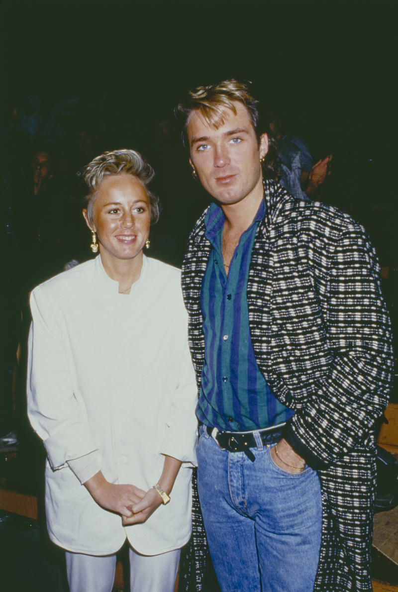 Bassist Martin Kemp of British pop group Spandau Ballet, with his wife, singer Shirlie Holliman of Pepsi & Shirlie, 1985. (Photo by Dave Hogan/Getty Images)