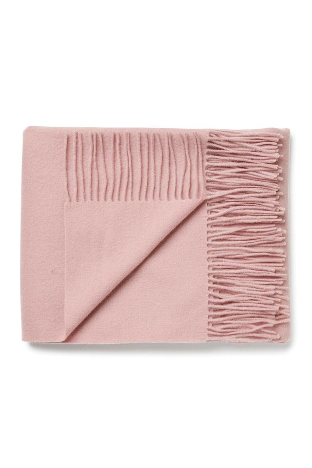 "<p>It may not be frosty enough to don a scarf but it's only a matter of time. Layer this blush pink accessory over a cable knit and brave the pending winter.<br /><em><a rel=""nofollow"" href=""http://shop.weekday.com/gb/Womens_shop/New_Arrivals/Tuva_Wool_Shawl/1342358-14419808.1?image=1328240#c-127355"">Weekday</a>, £35</em> </p>"