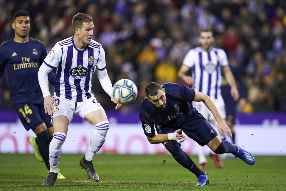 VALLADOLID, SPAIN - JANUARY 26: Raul Garcia of Real Valladolid CF battle for the ball with Karim Benzema of Real Madrid CF during the Liga match between Real Valladolid CF and Real Madrid CF at Jose Zorrilla on January 26, 2020 in Valladolid, Spain. (Photo by Quality Sport Images/Getty Images)