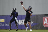 Baltimore Ravens quarterbacks Trace McSorley, right, and Tyler Huntley throw during an NFL football training camp practice, Thursday, July 29, 2021, in Owings Mills, Md.(AP Photo/Gail Burton)